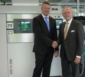 f.l.t.r.: Pascal Boillat, Head of GF Machining Solutions with Dr. Hans J. Langer, Founder and CEO EOS Group in front of an EOS M 290 metal Additive Manufacturing system (source: EOS)